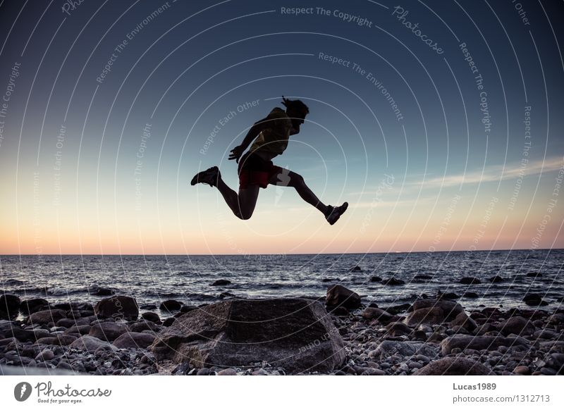 Jump over the sea Human being Masculine Young man Youth (Young adults) Man Adults 1 Water Coast Ocean Joy Happy Happiness Enthusiasm Euphoria Self-confident