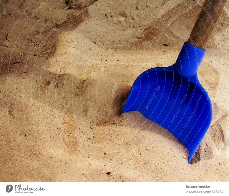 Skull search ;-) Shovel Dig Excavation Playing Sandpit Children's game Spade Playground Joy Leisure and hobbies play sand Blue Bottle Funny Garden