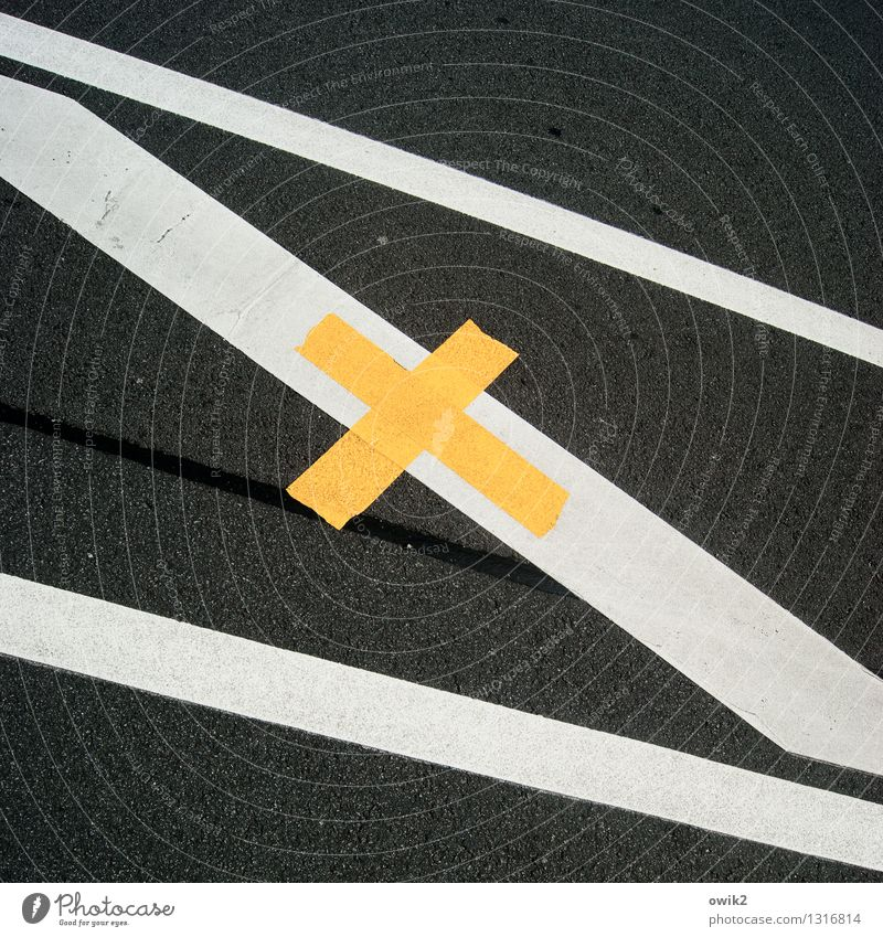paved road Town Transport Traffic infrastructure Street Signs and labeling Sharp-edged Simple Under Yellow Black White Crucifix Stripe Lane markings Line