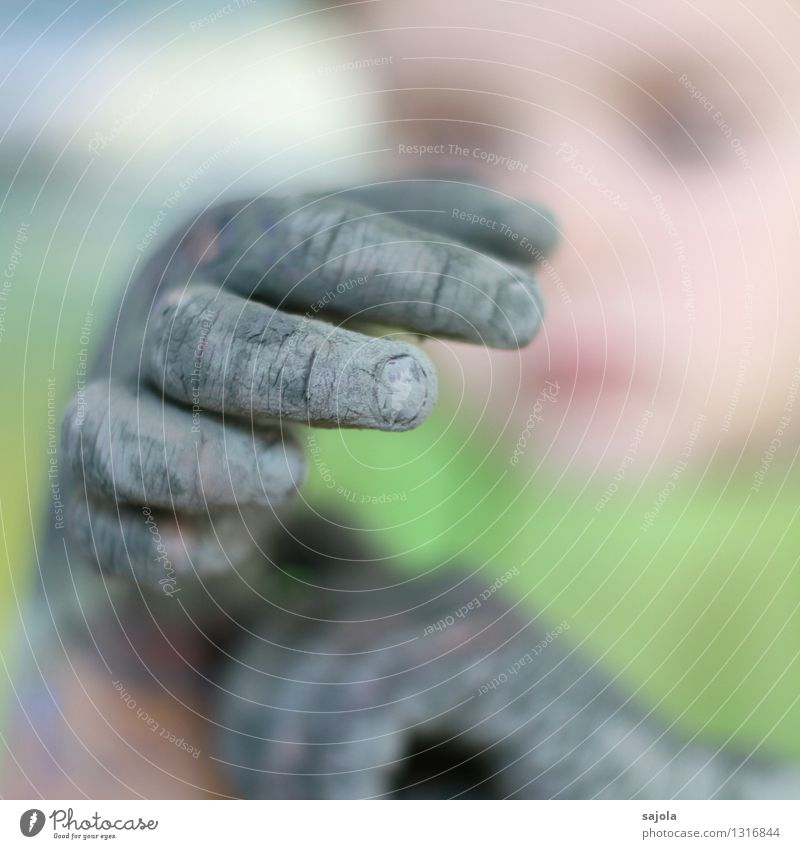 are such green hands Leisure and hobbies Painting (action, artwork) Human being Child Hand Fingers 1 3 - 8 years Infancy Artist Painter Looking Multicoloured