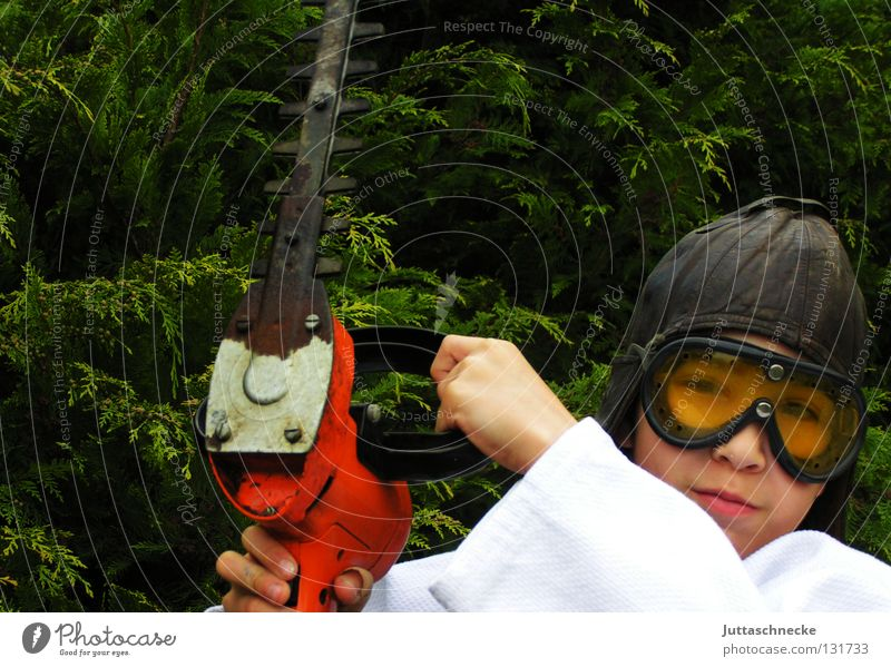 150 ...... Child Boy (child) Hedge shears Dangerous Bans Saftey goggles Gardening Gardener Electric Work and employment Threat you can't protective hood