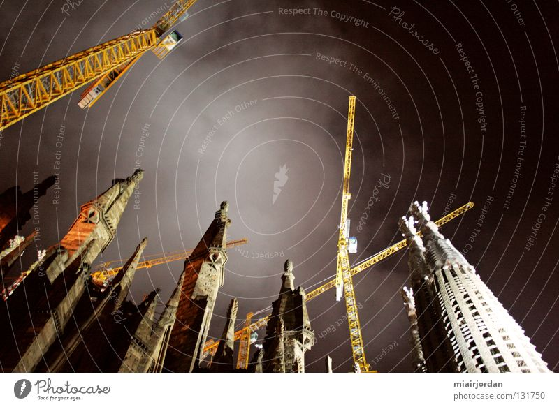 Sky Religion and faith Construction site Historic Spain Crane Barcelona Church spire La Sagrada Familia
