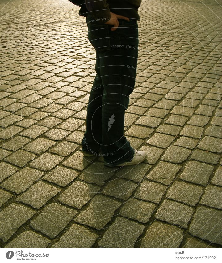 // Pave Diagonal Parallel Seam Vanishing point Man Fellow Posture Reflection Shadow Darken Geometry Back-light Abdomen Footwear Turnaround Rotate Hand Fingers