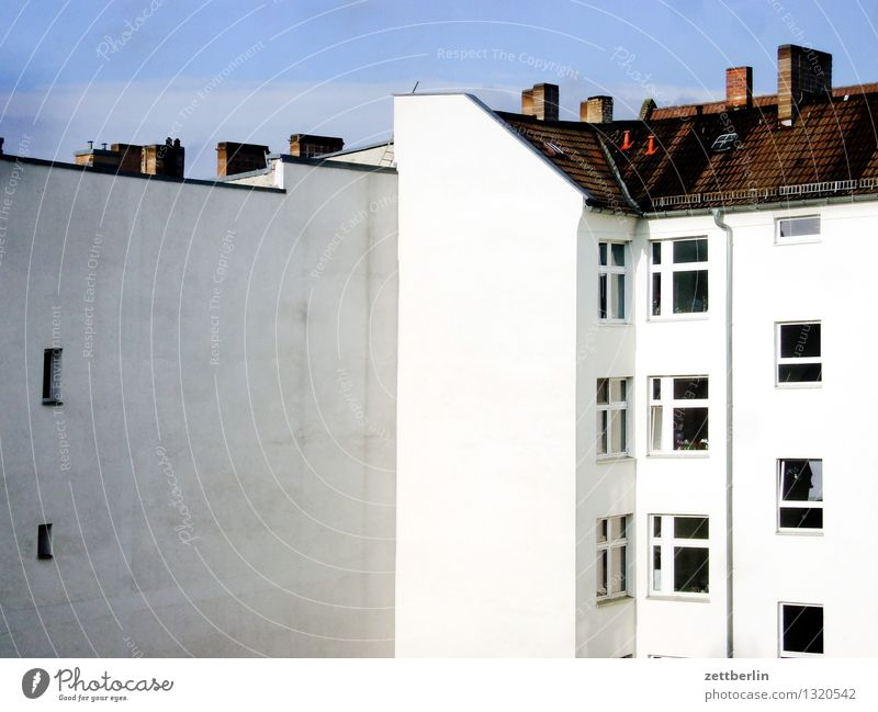 Sky Summer White House (Residential Structure) Window Facade Flat (apartment) Living or residing Copy Space Roof Alley Chimney Prefab construction Backyard Rent Behind