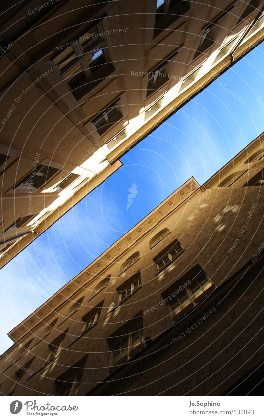 Sky City House (Residential Structure) Window Wall (building) Architecture Building Facade Tall Threat Diagonal Narrow Alley Town house (City: Block of flats)