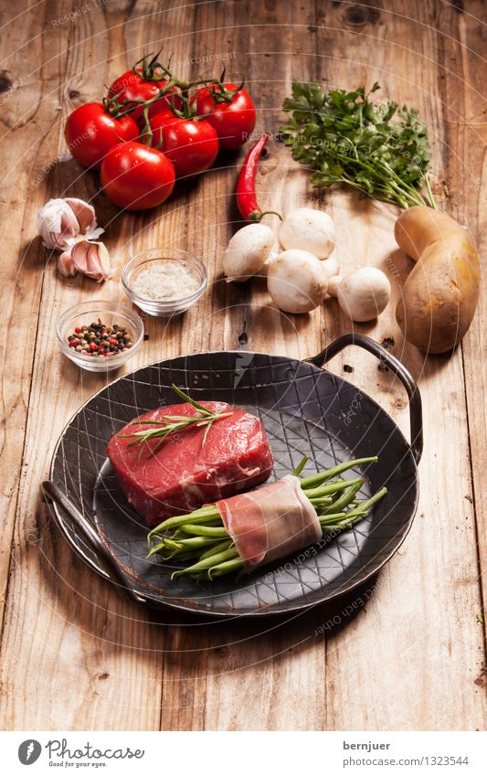 Will be delicious Food Meat Vegetable Herbs and spices Organic produce Pan Good Brown Red Authentic Voracious Steak Raw Button mushroom Potatoes Peppercorn Salt