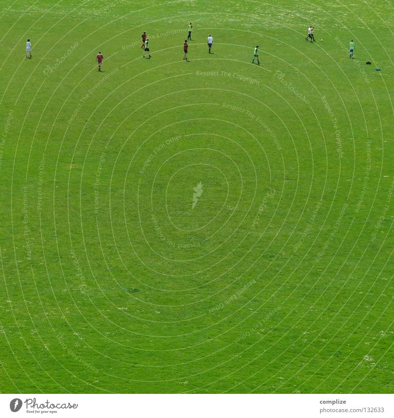 Man Green Far-off places Meadow Sports Small Leisure and hobbies Soccer Places Sports team Ball Grass surface Athletic Sportsperson Stadium Miniature