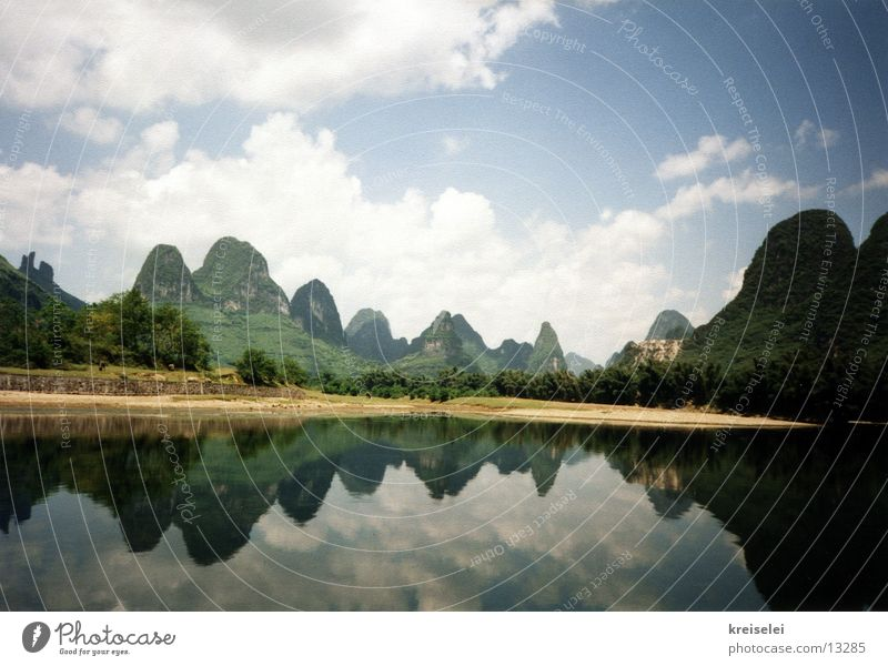 mountain mirroring Reflection Vacation & Travel China Mountain Water River Sky Guilin Water reflection Mirror image Nature Landscape Exceptional Copy Space top