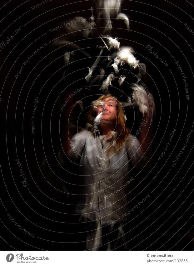 Joy Dark Movement Feather Throw Barn fowl Bird Disheveled Handkerchief Plucked Throw in the air