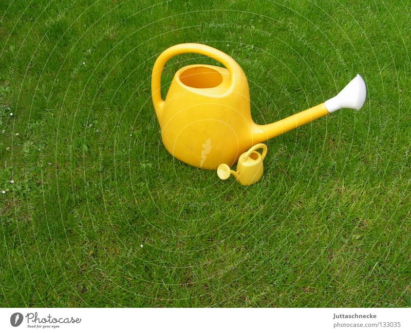 Father and Son Jug Watering can Green Yellow Meadow Grass Cast Gardener Gardening Toys Growth Wet Small Large Cuddling Protection Protector Safety Craft (trade)