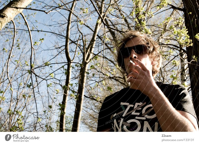 Human being Man Nature Landscape Hair and hairstyles Style Masculine Cool (slang) Eyeglasses T-shirt To hold on Rock music Smoke Easygoing