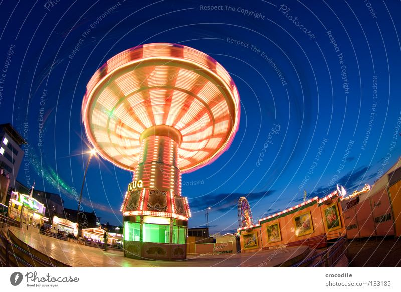 humming top Hover Fairs & Carnivals Gyroscope Fisheye Green Red Yellow Store premises Theme-park rides Entrance Ferris wheel Fascinating Beautiful Might