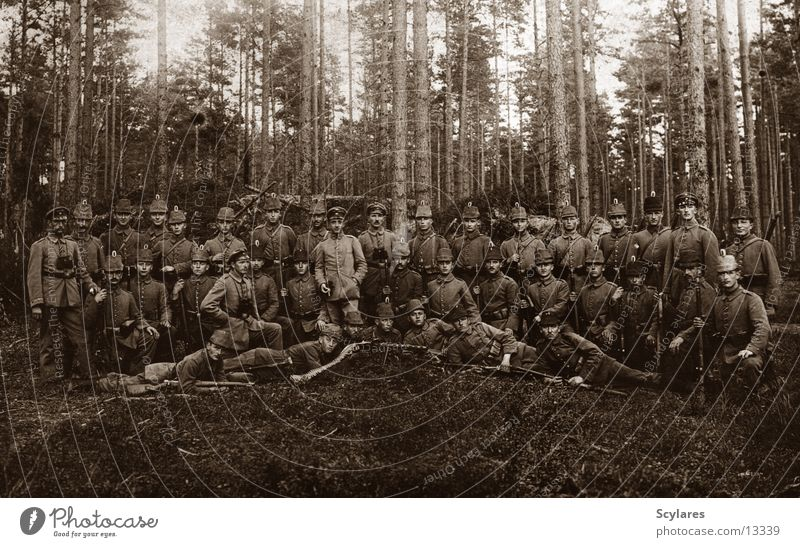 In the forest there are the robbers Soldier Forest War Machine gun Human being Territorial Army 1916 Old company