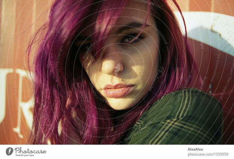 drama Flirt Young woman Youth (Young adults) Face Eyes Lips 18 - 30 years Adults barred check Long-haired Violet Observe Communicate Esthetic Authentic