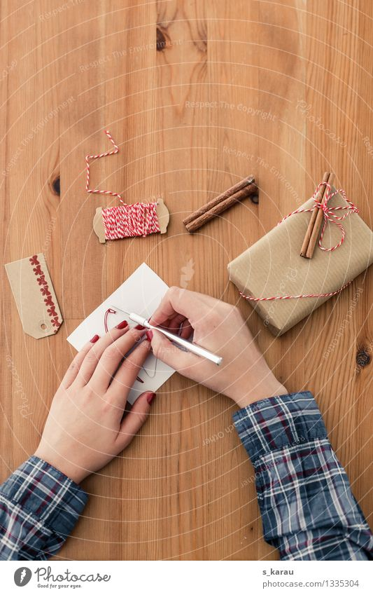 Human being Christmas & Advent Hand Feminine Brown Contentment Leisure and hobbies Arm Clothing Gift Paper String Anticipation Packaging Handicraft Stationery