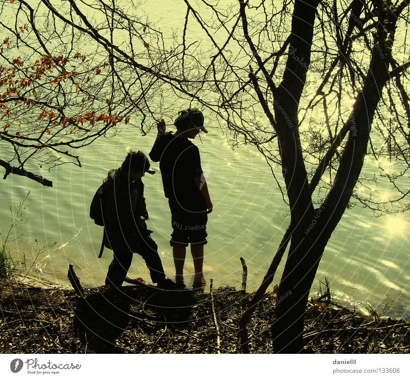 Bank Viewfinder Summer Leisure and hobbies Vacation & Travel Friendship Lake Hiking Playing Silhouette Wet Adventure Scouts Youth (Young adults) Water Sun Coast
