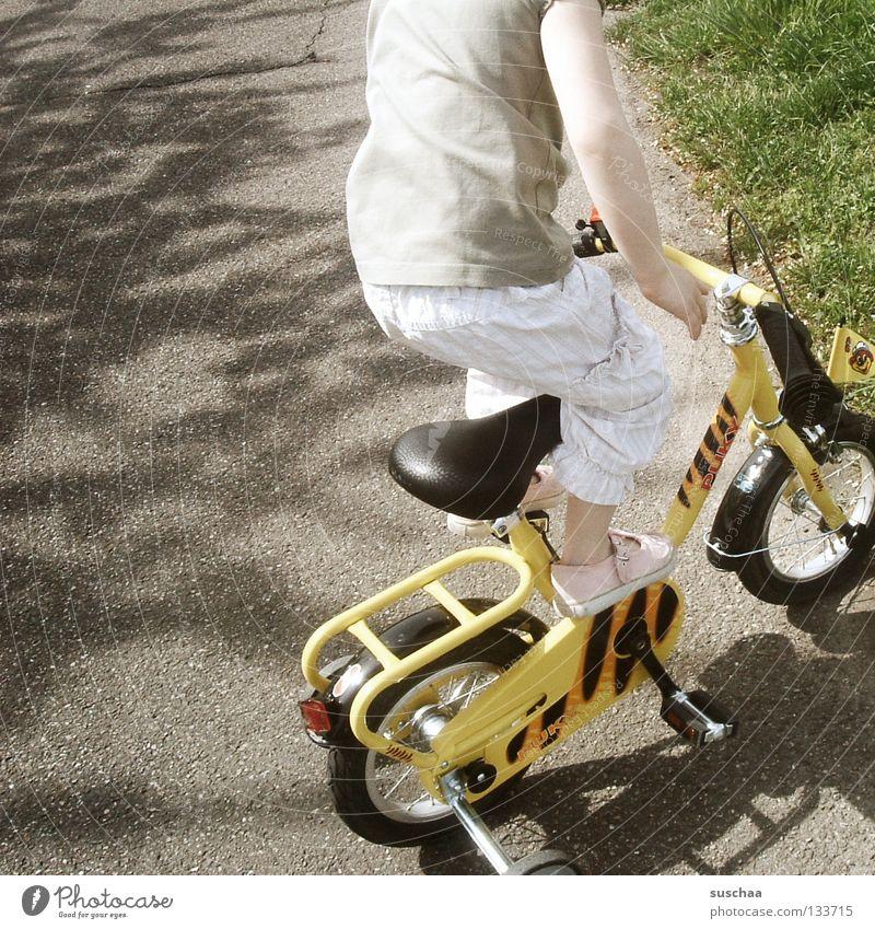 Child Girl Joy Street Small Driving Stand Asphalt Brave Toddler Cycling Brash Freestyle Funsport Stunt