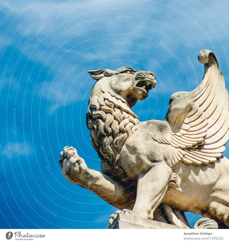 cattle Art Work of art Sculpture 1 Animal Euphoria Honor Bravery Self-confident Success Power Might Determination France Marseille Wing Body Mythical creature