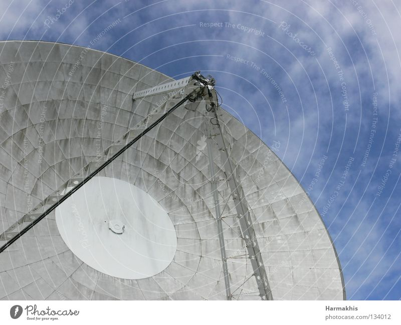Arthur in the sky Bowl Freedom Technology Radio (broadcasting) Sky Clouds Antenna Satellite dish Steel Large Modern Round Speed Blue Technical England