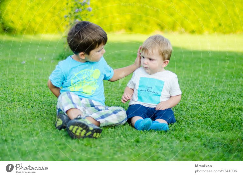 Human being Child Funny Family & Relations Together Infancy Sit Communicate Baby Group of children Toddler 0 - 12 months Brother Caresses Brothers and sisters