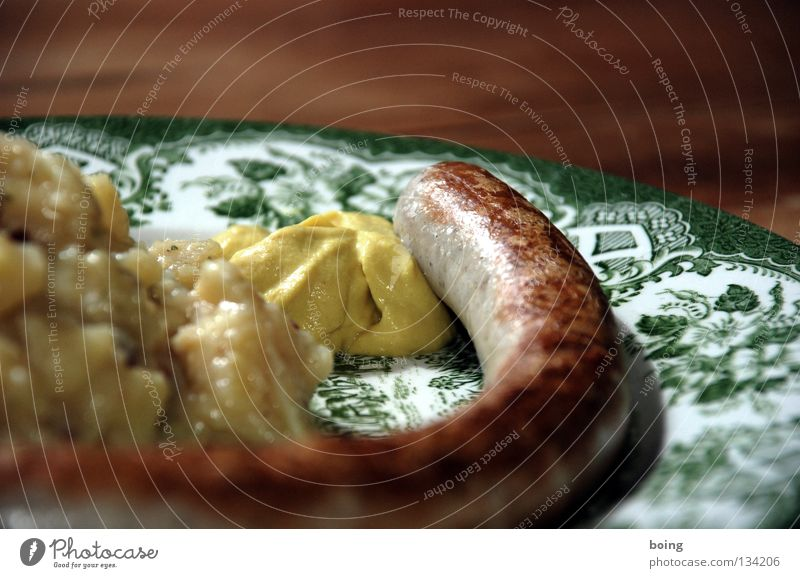 Nutrition Feasts & Celebrations Table Gastronomy Club Barbecue (event) Sunbathing Plate Dinner Meal Barbecue (apparatus) Sausage Fast food Bratwurst Midday