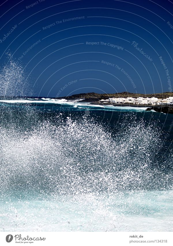 Water Ocean Beach Power Waves Coast Drops of water Wet Force Fish Island Gale Canaries Inject Surf Fisherman