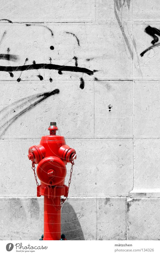 white wall Wall (building) Wall (barrier) Fire hydrant Red Black White Mural painting Daub Lisbon Brick Traffic infrastructure Graffiti Water Contrast fireplug