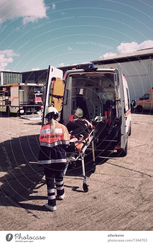 ambulance, emergency, ambulance, paramedic, patient, rescue operation Healthy Health care Medical treatment Nursing Illness Professional training Apprentice