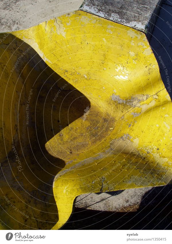 Yellow thingumajig Art Work of art Sculpture Stone Plastic Esthetic Authentic Exceptional Dirty Sharp-edged Exotic Creepy Hideous Uniqueness Cold Broken Kitsch