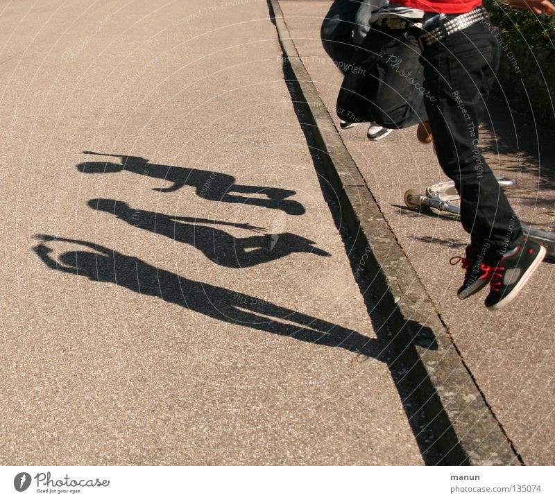 Shadowmen I Playing Shadow play Shadow child Brothers and sisters Friendship Youth (Young adults) Life 3 Human being Street Asphalt Movement Jump Cool (slang)