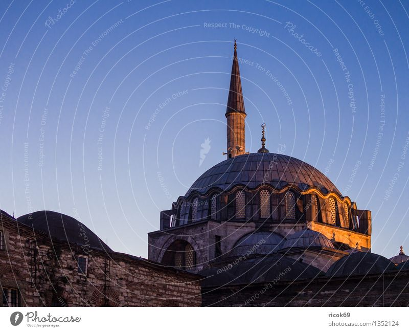 mosque Vacation & Travel Town Tower Manmade structures Building Architecture Tourist Attraction Landmark Romance Idyll Religion and faith Tourism Tradition