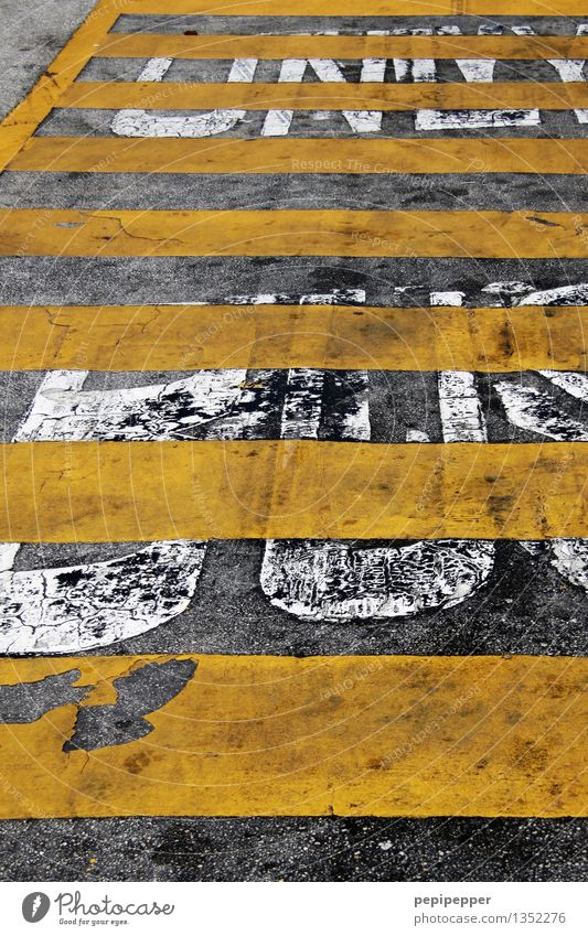 City Yellow Street Gray Stone Line Work and employment Transport Characters Wait Driving Services Traffic infrastructure Passenger traffic Road traffic Ornament