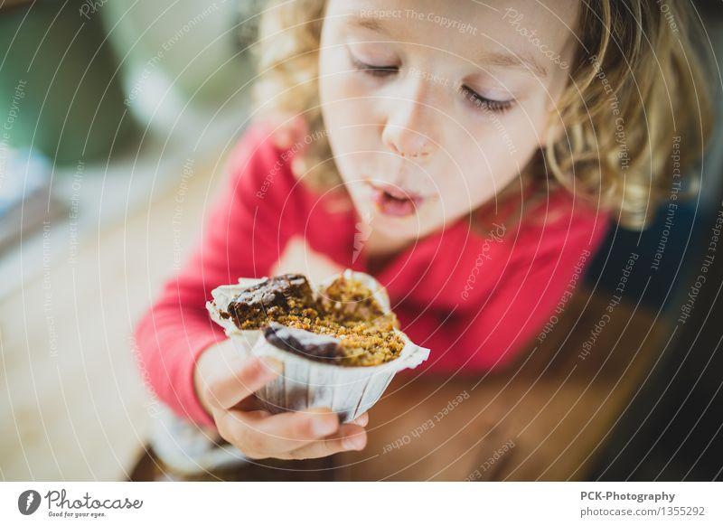 Human being Child Girl Eating Feminine Healthy Blonde Infancy Happiness To enjoy Joie de vivre (Vitality) Sweet Friendliness Cake Toddler Dessert