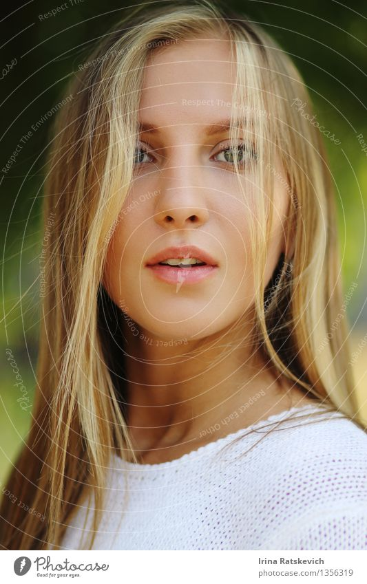 interesting emotional girl Human being Youth (Young adults) Beautiful Young woman 18 - 30 years Face Adults Eyes Emotions Hair and hairstyles Fashion Blonde