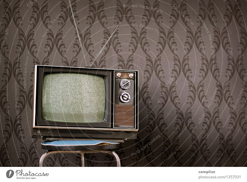 vintage television Lifestyle Style Relaxation Living or residing Flat (apartment) Moving (to change residence) Interior design Wallpaper Room Living room