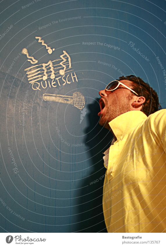 squeaky Street art False Wall (building) Sunglasses Squeak Microphone Sing Singer Joy Club Concert Music Chalk Tone Crazy floodplain Pain aching ears ear pain