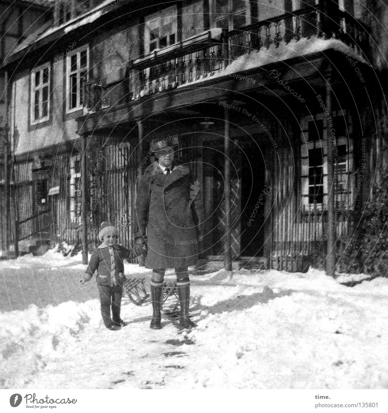 Child Man House (Residential Structure) Adults Window Snow Masculine Trip Clothing Communicate To go for a walk Beautiful weather Father Balcony Relationship