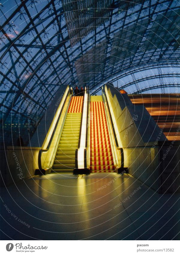 LE.MESSE.10 Escalator Light Leipzig Architecture Trade fair Lighting Glas facade Glass roof Modern