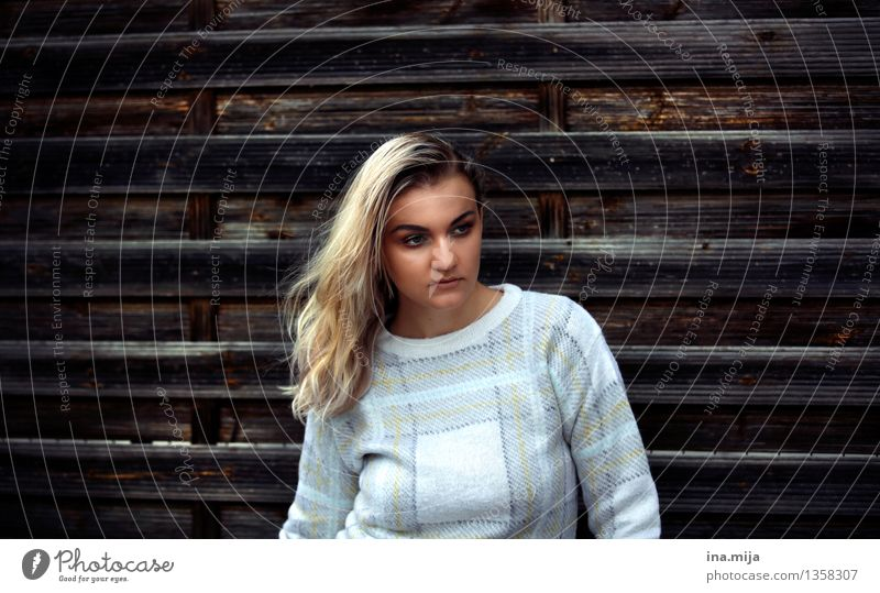 _ Lifestyle Style Human being Feminine Adults Hair and hairstyles 1 Sweater Blonde Long-haired Esthetic Hip & trendy Beautiful Uniqueness Patient Calm Mistrust