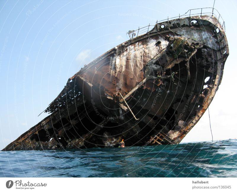 Ocean Watercraft Disaster Go under Wreck Maritime disaster