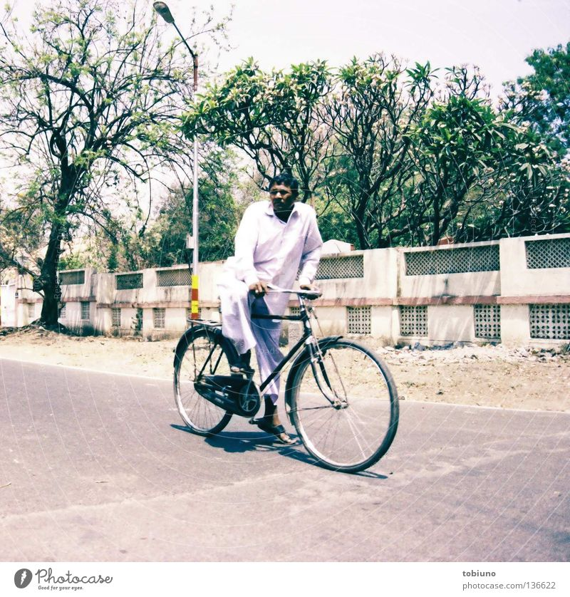 indian man (2007) Bicycle India Transport Man Pune Street cyclist poona traffic baba Cycling