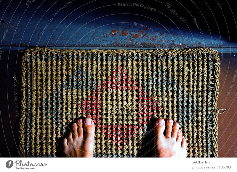Human being Feet Door Flat (apartment) Wait Stand Living or residing Staircase (Hallway) Entrance Boredom Barefoot Visitor Doormat Sisal