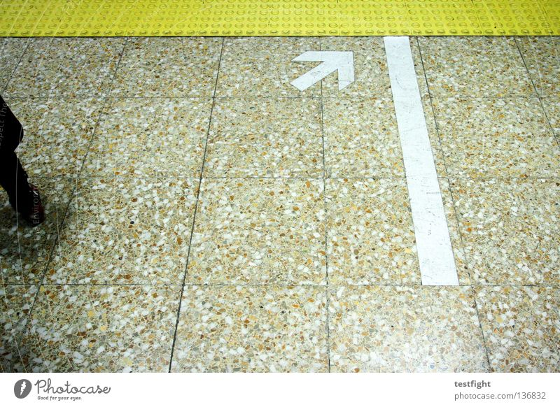 arrow Underground Town Movement Flow London Underground Train station Stand Wait Floor covering Arrow Signs and labeling Illustration graphic Line Beijing China