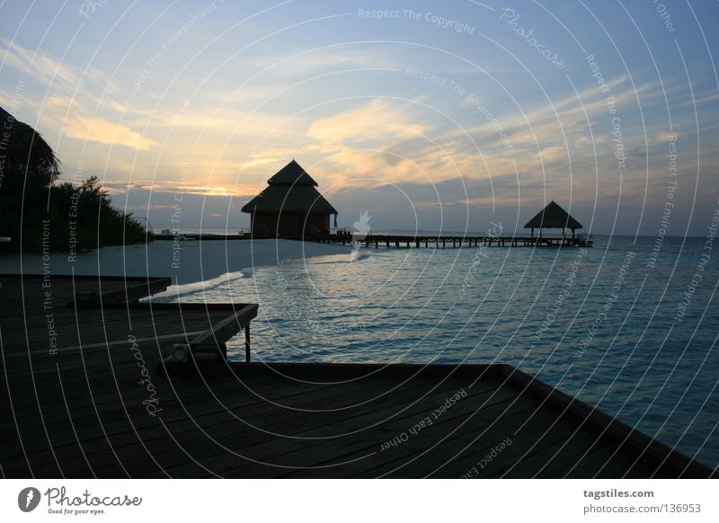 Water Sun Ocean Summer Vacation & Travel House (Residential Structure) Clouds Relaxation Large Island Leisure and hobbies Asia Hot Footbridge India Maldives