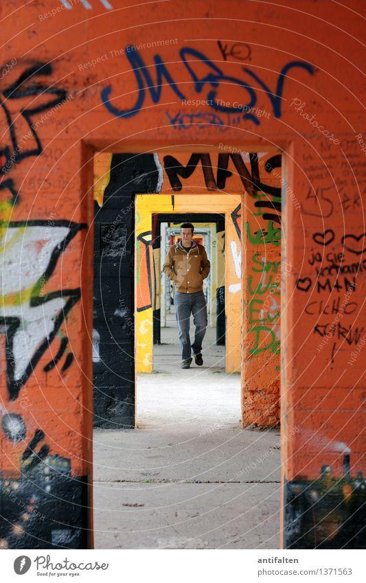 passage Lifestyle Leisure and hobbies Graffiti Masculine Man Adults Partner Body 1 Human being 30 - 45 years Art Youth culture Subculture Duisburg