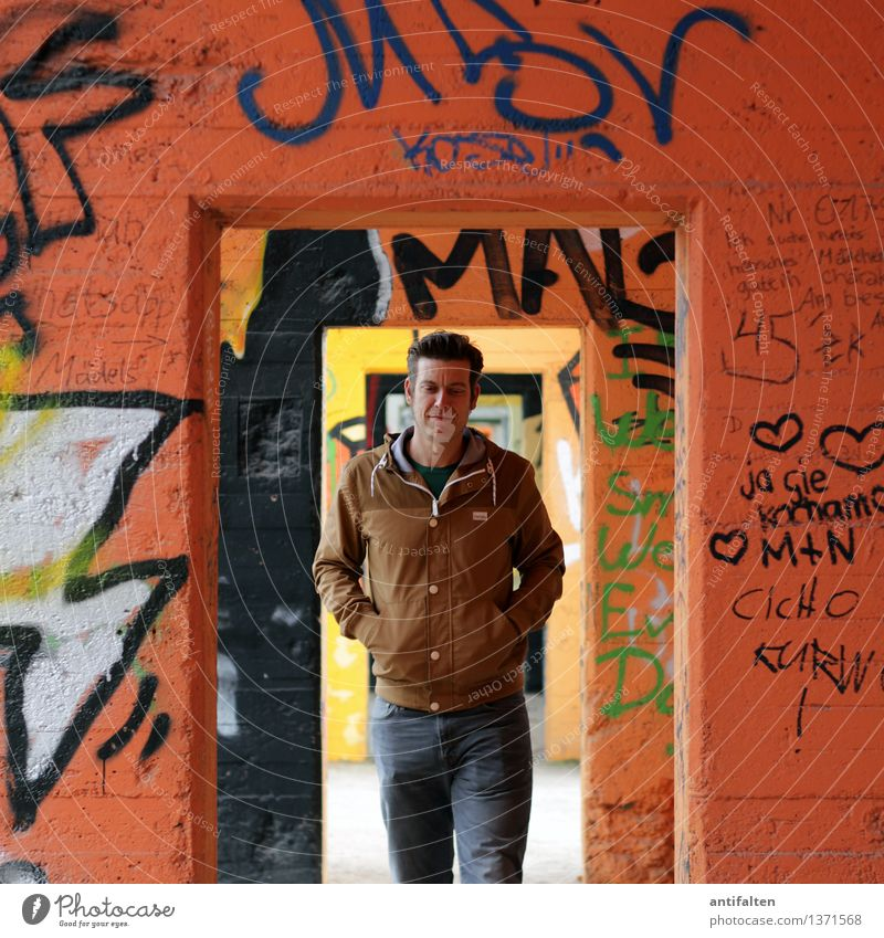transition Lifestyle Graffiti Human being Masculine Young man Youth (Young adults) Man Adults Friendship Partner Body Face Arm 1 30 - 45 years Art Architecture