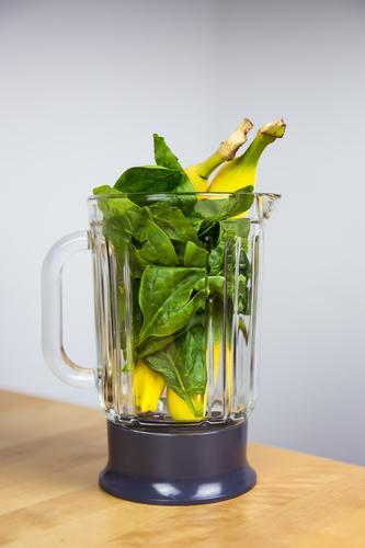 Spinach-Banana-Smoothie (shortly before) Food Spinach leaf Nutrition Eating Organic produce Vegetarian diet Diet Fasting Slow food Milkshake Vegan diet