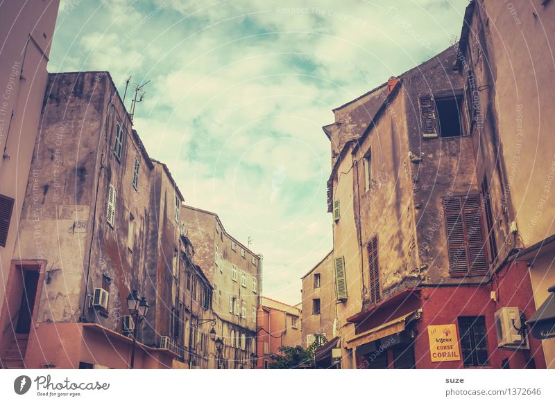 old building Vacation & Travel City trip Summer Living or residing House (Residential Structure) Life Culture Warmth Town Building Architecture Facade Old Retro