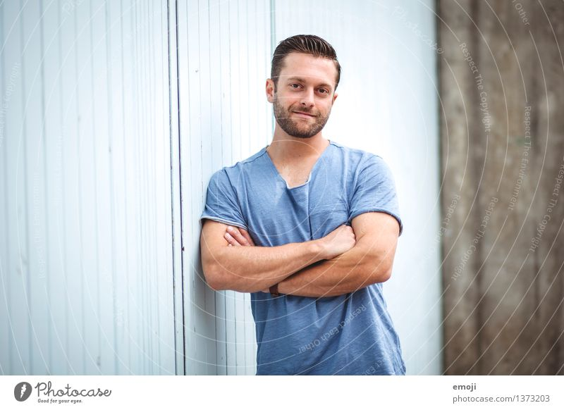 =) Masculine Young man Youth (Young adults) Adults 1 Human being 18 - 30 years Brunette Short-haired Facial hair Designer stubble Friendliness Hip & trendy