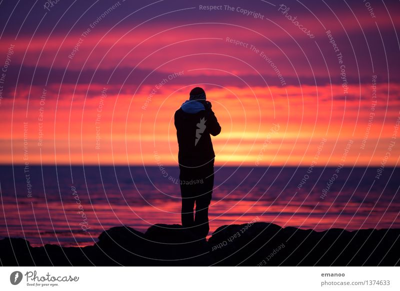 Icelandic sunsets Lifestyle Style Joy Leisure and hobbies Vacation & Travel Tourism Far-off places Freedom Ocean Waves Camera Human being Man Adults 1 Water